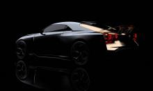 21-дюймовые колеса были разработаны исключительно для этого автомобиля. Они окрашены в цвет Liquid Kinetic Gray с акцентами цвета Energetic Sigma Gold. Внутри два разных карбона использовались в сочетании с алькантарой и черной кожей. Рулевое колесо