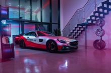 На этот раз автомобиль - Mercedes-AMG GT в S-версии. Что добавила команда fostla.de - это аэродинамический карбоновый комплект, который включает новый карбоновый сплиттер, воздухозаборники, новые накладки на пороги, регулируемое заднее крыло и новый
