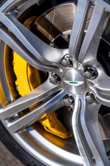 В проекте используется праврульный Cygnet. Aston Martin оснастил его каркасом безопасности, которая является неотъемлемой частью шасси. Новая передняя перегородка и туннель трансмиссии были изготовлены из листового металла, чтобы создать пространство