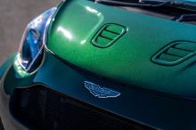 Aston Martin также получил новую центрально расположенную выхлопную систему с двойным глушителем и каталитическими преобразователями. Он весит 1375 кг со всеми жидкостями. Разгон 0 до 100 км/ч занимает всего 4,2 секунды до максимальной скорости 270 к