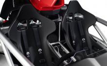 Ariel Atom 4 оснащен двигателем последнего поколения Honda Type R, турбированным 2,0-литровым, который производит в стандартной комплектации 320 л.с. и 420 Нм крутящего момента. Блок управления двигателем разработан специально для Atom, и Ariel оснас