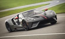 Carbon Series экономит 18 кг веса по сравнению с Competition благодаря использованию карбоновых колес и крышки двигателя из поликарбонатного среди других деталей. GT уже производится с использованием огромного количества карбона, Ford добавляет карбо