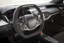 Это самый легкий автомобиль в линейке GT, использующий детали из карбона для небольшой экономии веса по сравнению со стандартной моделью.