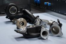 В процессе настройки и оптимизации инженеры также установили подшипник с фрикционным покрытием, который значительно улучшает свойства сухого хода и обеспечивает более длительный срок службы турбины. И последнее, но не менее важное: автомобиль был нас