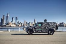 Мы знаем, что инженеры будут подвергать автомобиль строгим испытаниям, чтобы создать Defender, который будет одновременно проходимым внедорожником и комфортным автомобилем для обычных поездок.