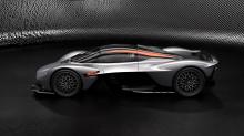 Если быть точнее, AMR Track Performance Pack получает новый аэродинамический передний обтекатель, который обеспечивает еще большую прижимную силу и эффективность, комплект внешних панелей кузова, легкие титановые тормоза, новую подвеску, матовые черн
