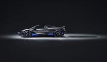 Что касается системы трансмиссии, 720S Spider сочетает аэродинамические характеристики купе с цельным убирающимся жестким верхом.