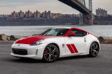 Инженеры Nissan установили надежный 3,7-литровый силовой агрегат V6, который выдает в общей сложности 332 л.с. и 366 Нм крутящего момента. Особенностью этой системы является инновационный гаджет VVEL, который оптимизирует впускной клапан и позволяет