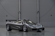 Что делает этот конкретный McLaren таким особенным, так это его статус одного из двух экземпляров. После завершения серийного производства «стандартных» дорожных автомобилей F1 McLaren модернизировал два обычных дорожных автомобиля до спецификаций LM