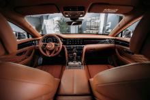 Звезда мероприятия Flying Spur оснащен улучшенным 6,0-литровым двигателем W12 и 8-ступенчатой коробкой передач с системой двойного сцепления, которая переключает передачи еще быстрее и плавнее по сравнению с предшествующими моделями. Вся эта система