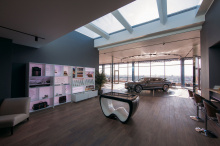 Команда Bentley представляет новую и усовершенствованную версию Flying Spur в Bentley Rooms в особняке Tverskaya Residence в Москве.