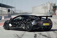 Мощность передается на задние колеса через 7-ступенчатую коробку передач (SSG). Опоры двигателя были усилены. Со стороны подвески McLaren оборудован двухсторонними регулируемыми вручную амортизаторами GT4. Они регулируются за 32 щелчка и экономят 6 к