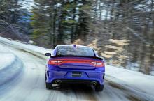 «Большинство людей думают о Chargers и Challengers как о высокопроизводительных мощных автомобилях, которыми они, безусловно, и являются, но они также могут быть всесезонными полноприводными машинами», - говорит глава отдела Passenger Cars FCA по Сев
