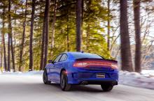 Это все верно и для SXT AWD; Разница заключается в том, что теперь клиенты AWD Charger могут получить эту универсальную систему с агрессивно выглядящим капотом GT, более мускулистой передней частью, спойлером, стильными 19-дюймовыми колесами, спортив