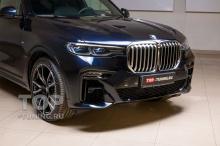 Установка сетки-фильтра в решетки переднего бампера для BMW X7 G07 с функцией активных заслонок.