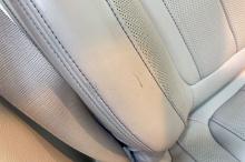 Царапина на боковой поддержке переднего пассажира
