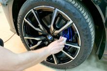 В качестве бонуса владелец этого BMW получил обработку всех колесных дисков таким же керамическим составом.