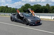 Этот i8 весит почти на 40 кг меньше, чем стандартный автомобиль без водителя, и конечная цель EDO Motorsport - улучшить текущий рекорд круга Blister Berg i8, равный 1:50 минут, который автомобиль достиг с шинами Michelin Sport Cup 2. Тюнер хочет доби