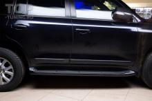 Тюнинг Тойота Лэнд Крузер 200. Замена хромированных частей на карбоновые. Оклейка молдиноов и ручек матовой пленкой.