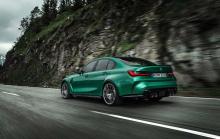 На единственной фотографии интерьера показан BMW M4. BMW выбрал столь же противоречивую цветовую схему с синей и желтой алькантарой.