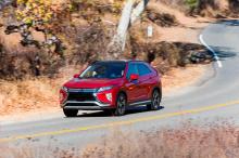 Как вы можете видеть из этих рендеров, Lancer потребуется совершенно новый внешний вид, чтобы быть актуальным в мире, где такие компании, как Hyundai и Genesis, строят автомобили и кроссоверы еще более футуристического вида.