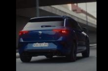 На данный момент мы знаем, что новый Golf R будет иметь довольно большие выхлопные патрубки с обычным четырехстворчатым выходом, а также знакомые нам синие тормозные суппорты, в то время как салон продолжит синюю тему с контрастной строчкой, отделкой