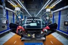 В прошлом году BMW модернизировала i3 батареей на 42,2 кВтч, чтобы заменить предыдущую батарею на 33 кВтч, что привело к увеличению запаса хода на электричестве до 250 км.