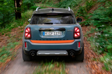 Модернизация подвески X-raid также позволяет установить более надежные колеса и шины.
