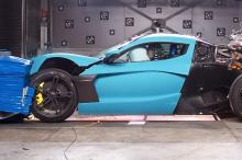 Это не помешало Илону Маску неоднократно заявлять, что беспилотные автомобили Tesla неизбежны, но инциденты с беспилотными транспортными средствами, такими как Volvo XC90, который задел пешехода, указывают на то, что мы все еще можем быть далеко от т