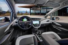Несмотря на то, что ему не хватает яркой привлекательности Tesla, 2021 Chevrolet Bolt EV продается в больших количествах и предлагает похвальный запас хода в 415 км по доступной цене в 37 495 долларов до вычета федеральных налогов. Chevy может просто