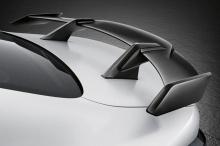 Внутри мы видим новое рулевое колесо, элементы отделки из карбона, накладки на пороги и потрясающие ковшеобразные сиденья. Независимо от того, что вы думаете об общем эффекте, нельзя отрицать, что этот улучшенный M3 имеет действительно смелый внешний