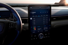 «Эта проверка EPA происходит как раз в самый подходящий момент, когда Mustang Mach-E готовится к выходу на открытые дороги», - заявил Даррен Палмер, глобальный директор Ford по аккумуляторным электромобилям.