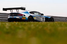 «Для коллекционера это трио Aston Martin Racing Vantage представляет собой окончательную дань безмятежному периоду развития бренда в международных гонках спортивных автомобилей», - сказал Дэвид Кинг, президент Aston Martin Racing. «Хотя с тех пор Ast