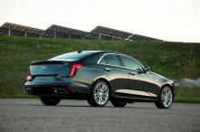 2,7-литровый четырехцилиндровый двигатель CT4 выдает 309 лошадиных сил и 471 Нм крутящего момента на обычном седане и 325 л.с. /515 Нм на варианте V, причем первый должен носить значок 500T.