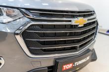 Монтаж сетки в бампер Шевроле Траверс 2020