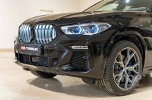 Черная решетка радиатора с подсветкой Iconic Glow BMW X6