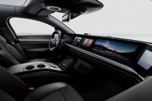 Из нового видео мы видим, что он был дополнительно доработан, с рядом новых функций, таких как голосовая помощь, управление жестами, беспроводные обновления, подключение 5G, видеоигры и расширенный монитор водителя, который использует камеру, способн