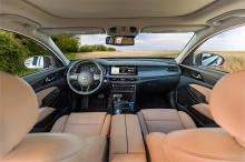В прошлом году в США было продано всего 1265 Cadenza и 305 K900. Хотя оба они классифицируются как полноразмерные седаны, основное различие заключалось в том, что Cadenza использует платформу с передним приводом, в то время как K900 делит основы с за