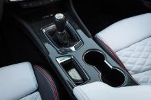 Напомним, что CT4-V Blackwing будет оснащаться 3,6-литровым двигателем V6 с двойным турбонаддувом, мощностью 472 лошадиных силы и крутящим моментом 603 Нм, а у CT5-V Blackwing под капотом будет 6,2-литровый двигатель LT4 V8 с наддувом, рассчитанный н