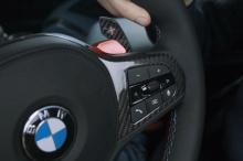 Кнопки BMW M1 и M2 имеют настройки по умолчанию, но у вас также есть кнопка «Настройка» в современных автомобилях M. Нажатие кнопки «Настройка» выдаст вам меню на экране iDrive для подсистем, и оттуда вы можете настроить параметры для двигатель, тран