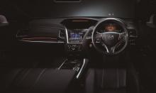 Одним из изюминок Honda Sensing Elite является новая функция Traffic Jam Pilot с технологией автономного вождения 3-го уровня без помощи рук, которая может управлять автомобилем в определенных условиях, например, при движении в условиях интенсивного