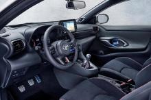 Теперь у нас есть подтверждение того, как быстро маленькая Toyota может преодолевать сложную трассу Нюрбургринга. Хорошее время здесь укрепит статус автомобиля как современной великой Тойоты. Что ж, считайте, что работа сделана. За рулем Yaris сидит