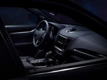Под капотом - 2,0-литровый четырехцилиндровый двигатель с 48-вольтовой гибридной системой. Эта конфигурация производит 330 лошадиных сил и 448 Нм крутящего момента. Доступный исключительно как полноприводный автомобиль, Levante Hybrid может разогнать
