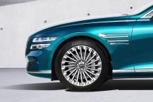 Он может выглядеть как седан Genesis G80, но на самом деле это 2022 Genesis Electrified G80, первая в мире электрическая модель южнокорейского люксового бренда. Компания приняла бизнес-решение полностью отказаться от гибридов и подключаемых гибридов