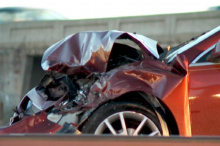 По данным KUTV, седан ударил боком другой автомобиль, прежде чем врезаться в полувагон сразу после 5 часов утра. Единственное хорошее решение, которое приняли сестры? Оба были пристегнуты ремнями безопасности, вероятно, это помогло им избежать более