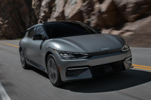 Чтобы процесс заказа прошел максимально гладко, Kia перезапустила веб-сайт бронирования 8 июня, с улучшенной пропускной способностью, чтобы удовлетворить беспрецедентный спрос на EV6. Производство Kia EV6 First Edition ограничено всего 1500 экземпляр
