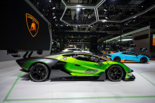 Тестирование включает в себя как статические, так и динамические процедуры, и гоночная команда Lamborghini модифицировала серийное шасси, чтобы успешно пройти тест. Lamborghini заявляет, что монокок из карбона был усилен в нескольких областях, «чтобы