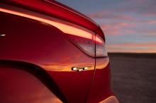 Новые автомобили нередко упускают высший балл из-за отсутствия стандартных светодиодов. Кроме того, в этом году Stinger получил «хорошие» баллы во всех шести оценках краш-тестов, в частности, небольшое перекрытие со стороны водителя, перекрытие со ст