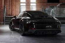 Другие тонкие изменения, которые предлагает тюнинг-пакет, включают новую переднюю часть в цвет, значок Touring и кожаный салон. 911 GT3 Touring может выглядеть менее круто, чем стандартный автомобиль, но его характеристики не пострадали.