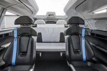 Фургон рассчитан на шесть человек, что меньше, чем в большинстве минивэнов.